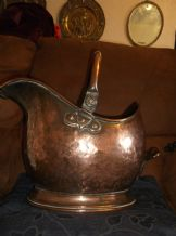 ANTIQUE HAMMERED COPPER COAL SCUTTLE HELMET SHAPE ART NOUVEAU RIVETS STAMPED S